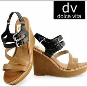 DOLCHE VITA Two-tone wedges!